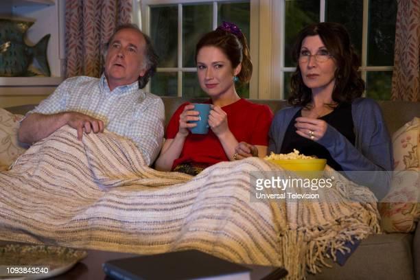 SCHMIDT Kimmy is in a Love Square Episode 408 Pictured Mark LinnBaker as Dave Ellie Kemper as Kimmy Schmidt Joanna Gleason as Janice