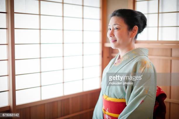 京都で着物と日本人女性 - 和室 ストックフォトと画像