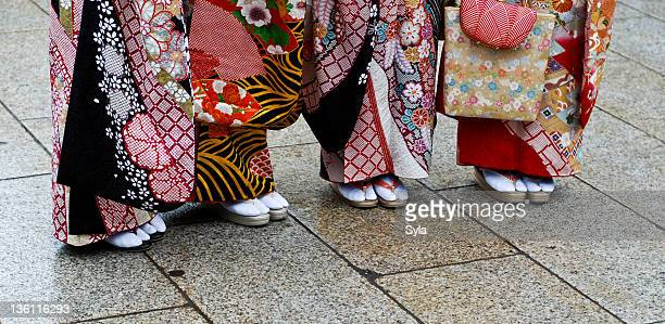 kimonos during seijin no hi. - seijin no hi stock pictures, royalty-free photos & images