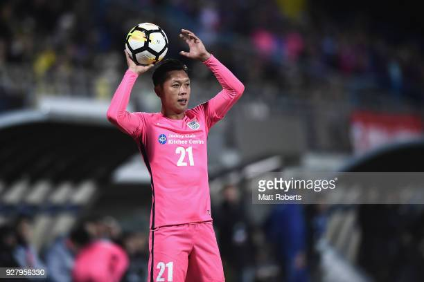 Kin Man Tong of Kitchee SC looks to throw the ball during the AFC Champions League Group E match between Kashiwa Reysol and Kitchee at Sankyo...