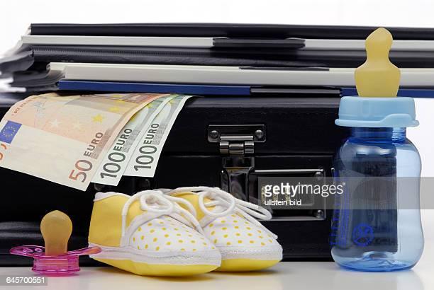 Kind Kinder Karriere Erfolg Geschäftsfrau Arbeit Job Jobs Doppelbelastung erfolgreich erfolgreiche Frau Frauen Kinderwunsch Familie Familienplanung...