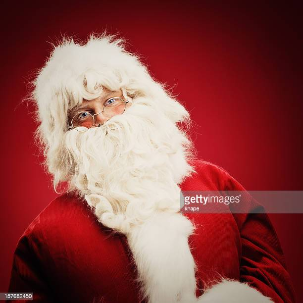 kind santa claus on red background - santa face stockfoto's en -beelden