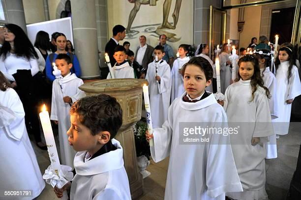 28 Kinder empfangen in der Kirche St Johannes Baptista in Altenkessel ihre Heilige Erstkommunion
