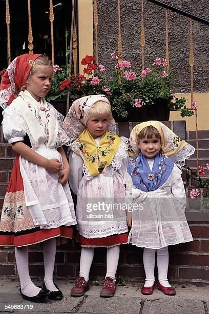 Kinder in sorbischer Trachtim Spreewald