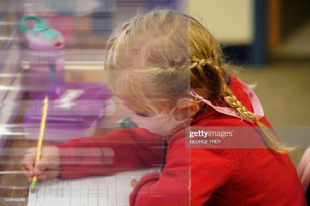 US-HEALTH-VIRUS-EDUCATION : News Photo