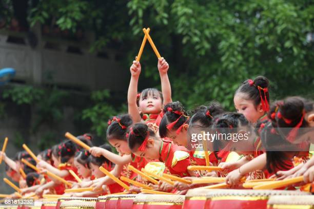 Kindergarten students play drums during a Chinese traditional culture performance at Wusheng County on May 10 2017 in Guang'an Sichuan Province of...