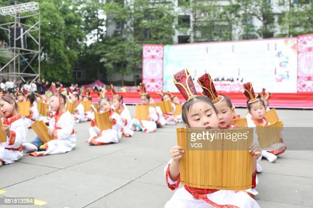 Kindergarten students read poems during a Chinese traditional culture performance at Wusheng County on May 10 2017 in Guang'an Sichuan Province of...