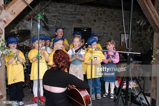 Kindergärtnerin Mitglieder vom Spatzenchor Kindergarten Die Schatzinsel Geburtstagsfeier Feier zum 60Geburtstag von G u n t h e r E m m e r l i c h...