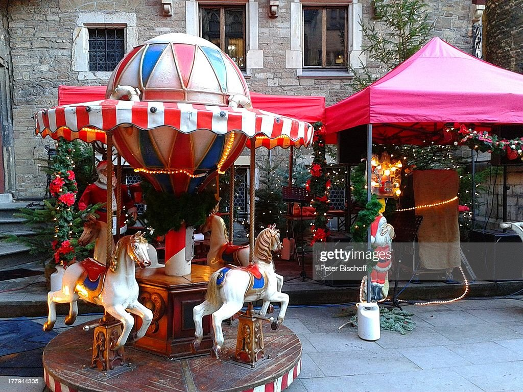 Wernigerode Weihnachtsmarkt.Kinderkarussell Auf Weihnachtsmarkt Schloß Wernigerode Harz