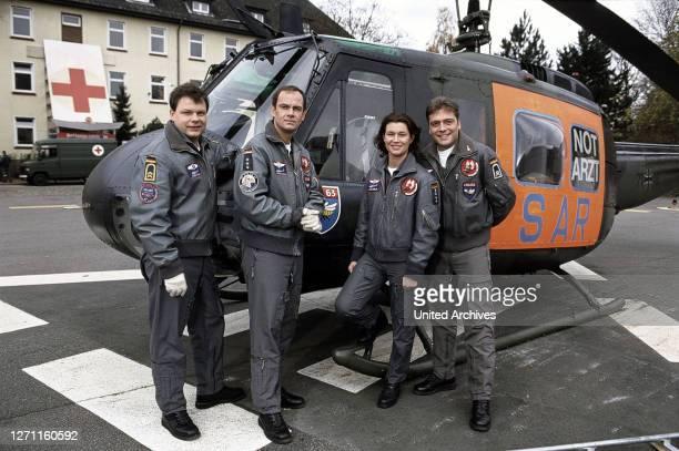 Kinderparadies Deutschland 2000 / Rolf Liccini Die Rettungsflieger sind wieder im Einsatz. Ab Folge 33 übernimmt die Notärztin Ilona Müller die...