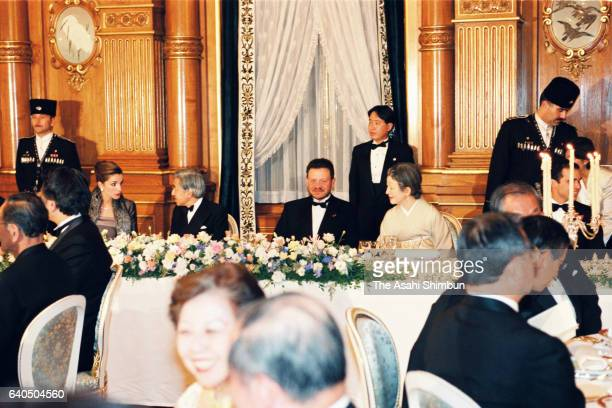 King Abdullah II of Jordan talk to Empress Michiko while Queen Rania of Jordan talk to Emperor Akihito during the return reception by King and Queen...