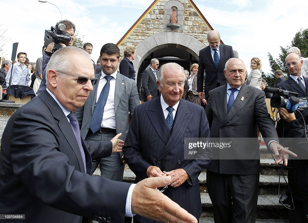 King Albert II of Belgium (C) leaves after a commemoration at the Queen Astrid chapel on August 29, 2010 in Kuessnacht, Central Switzerland. The Queen Astrid memorial and the chapel are near the place where Queen Astrid died in a car accident 75 years ago. Her husband, King Leopold III drove the car during a holiday drive along Lake Lucerne. AFP PHOTO / POOL/Urs Flueeler