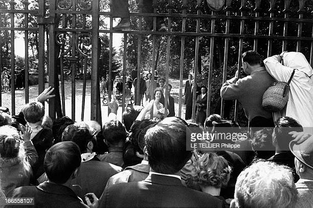 King Baudouin Of Belgium Presents His Bride Fabiola At The Ciergnon Castle Le roi des Belges BAUDOUIN invite sa fiancée Fabiola DE MORA Y ARAGON au...
