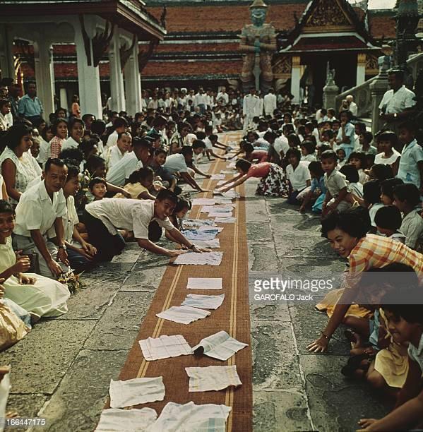 King Bhumibol Adulyadej Sovereigns Of Thailand Thaïlande Bangkok 1961 Le roi BHUMIBOL ADULYADEJ chef de l'État et protecteur des religions de...
