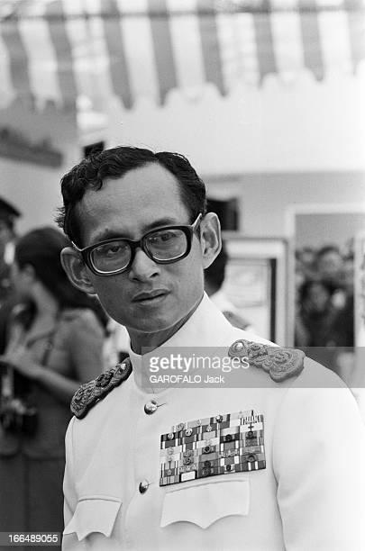 King Bhumibol Of Thailand. Thailande 20 mai 1978, BHUMIBOL Roi de Thaïlande lors d'une cérémonie officiellePortrait du roi en uniforme et décorations...
