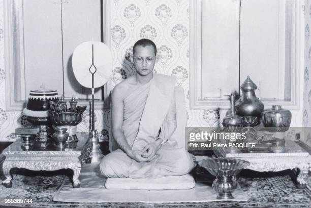 King Bhumibol was ordained as a monk and retreated for 15 days in October 1952, gaining the respect and admiration of the nation.