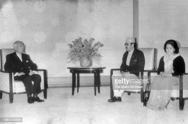 King Birendra and his wife Queen Aishwarya of Nepal talk with Emperor Hirohito prior to their meeting at the Imperial Palace on December 26 1983 in...
