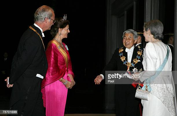 King Carl XVI Gustaf and Queen Silvia of Sweden are greeted by Emperor Akihito and Empress Michiko of Japan as they arrive for dinner at the Imperial...