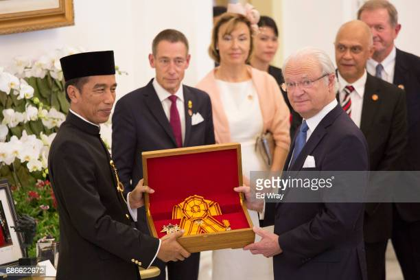 King Carl XVI Gustaf of Sweden and Indonesian President Joko Widodo Look display an honorific medal which Widodo presented to King Carl at the...