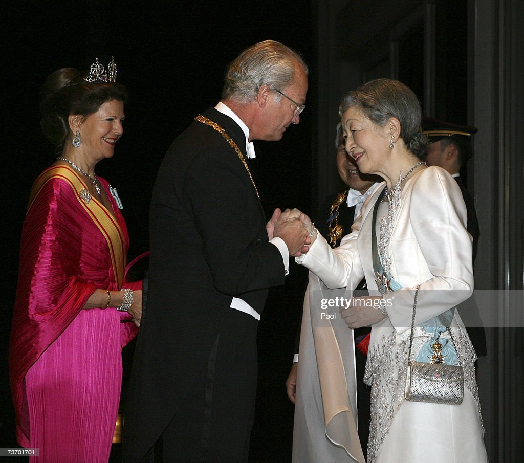 King Carl XVI Gustaf of Sweden (2nd L) greets Empress Michiko of Japan (R), as Queen Silvia of Sweden and Emperor Akihito of Japan look on prior to their dinner at the Imperial Palace on March 26, 2007 in Tokyo, Japan. The Swedish king and queen are on a five-day state visit to Japan at the invitation of the Japanese government.