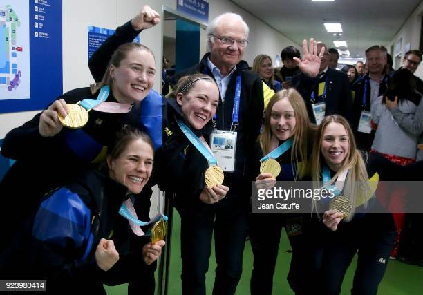King Carl XVI Gustaf of Sweden poses with gold medalists of Team Sweden Anna Hasselborg Sara McManus Agnes Knochenhauer Jennie Waahlin Sofia Mabergs...