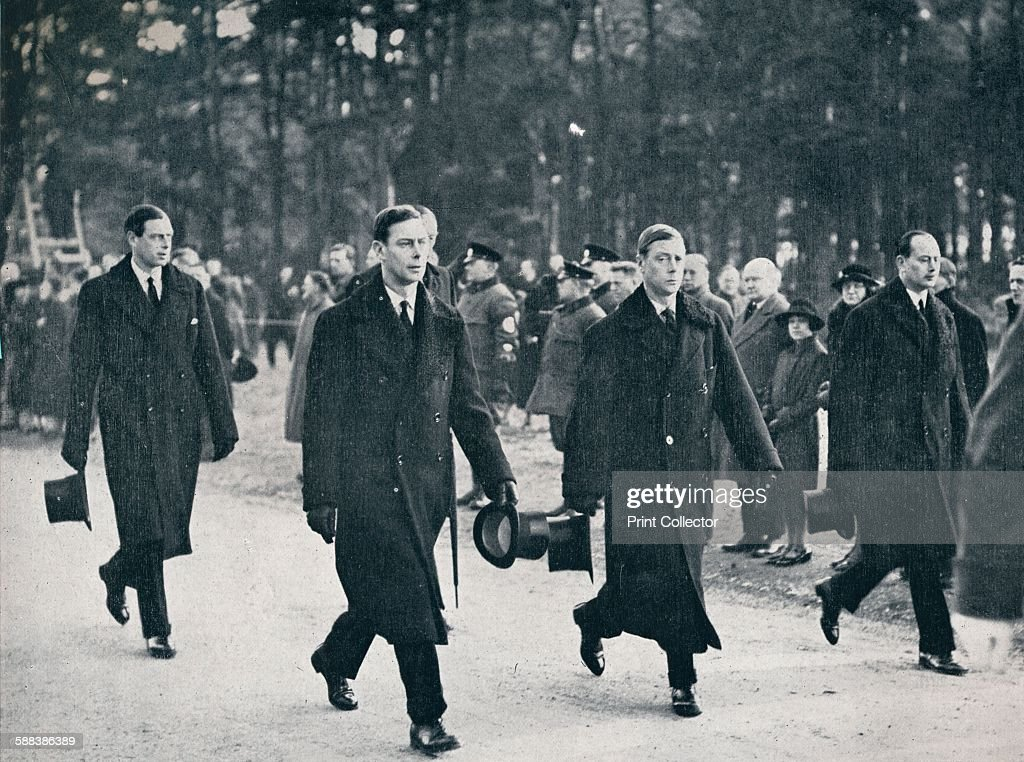 King Edward VIII and his three brothers follow the gun carriage : News Photo