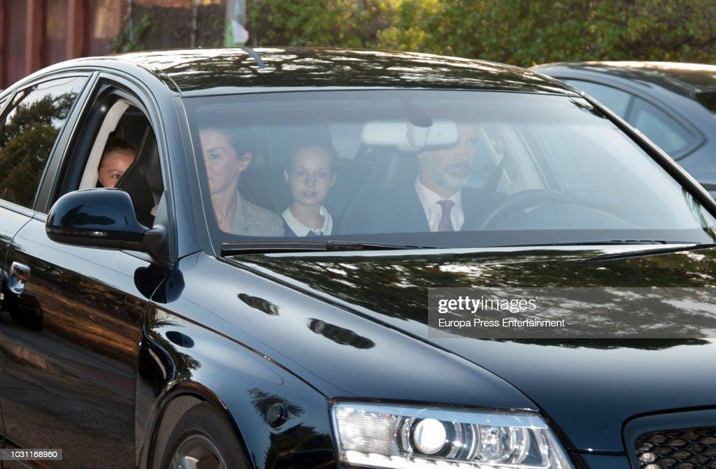Princess Leonor And Princess Sofia Start School : ニュース写真
