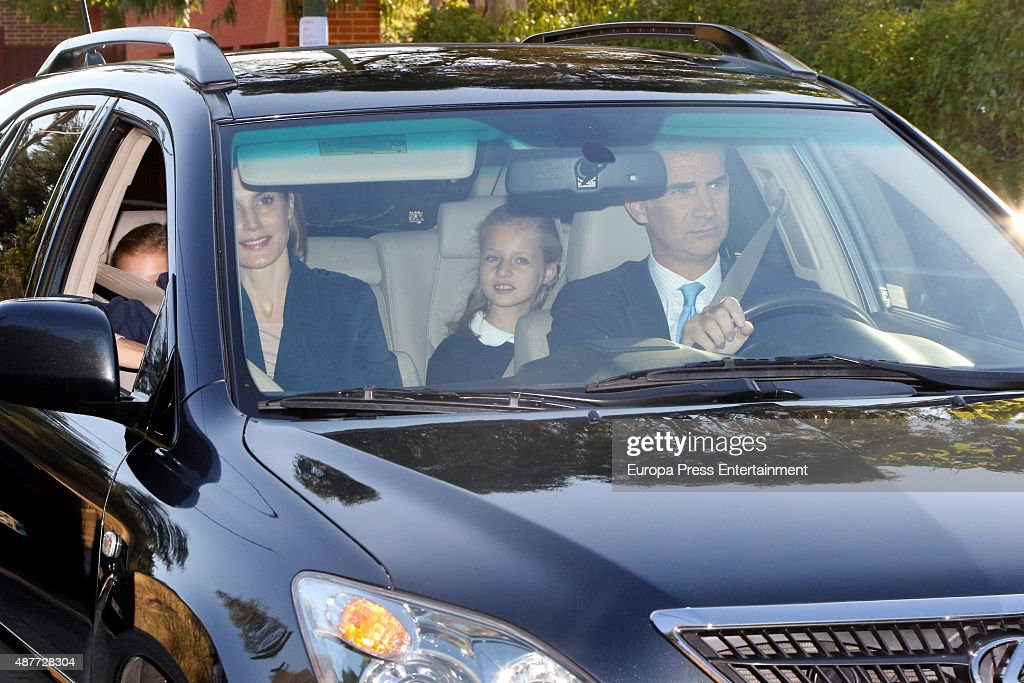 Spanish Royals Leonor and Sofia Attend First Day of School : News Photo