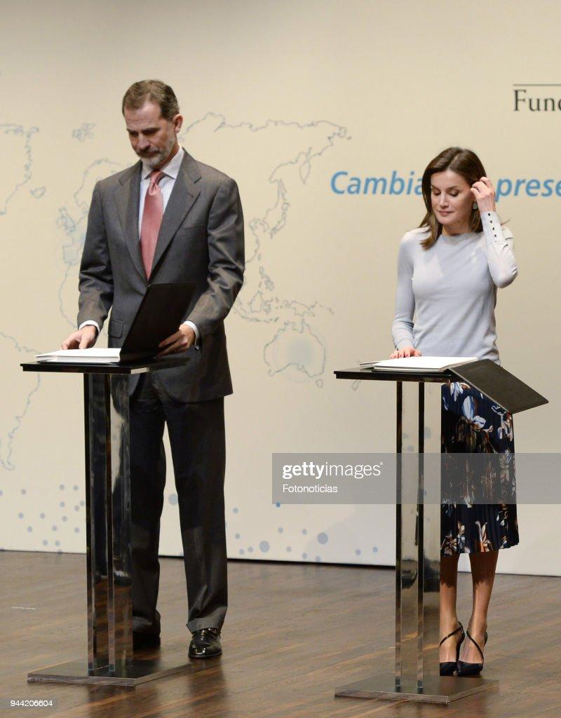 Spanish Royals Deliver 'La Caixa' Scholaships