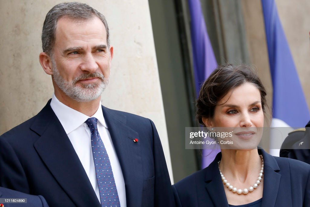 King Felipe and Queen Letizia Of Spain Are Receive By President And Brigitte Macron : News Photo