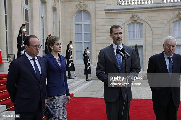 King Felipe of Spain flanked by Queen Letizia French President Francois Hollande are delivering a speech at the Elysée palace following the crash of...
