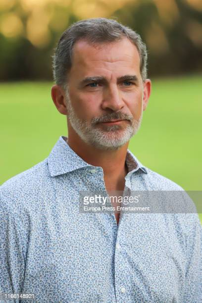 King Felipe of Spain poses for the photographers during the summer photocall at the Marivent Palace on August 04, 2019 in Palma de Mallorca, Spain.
