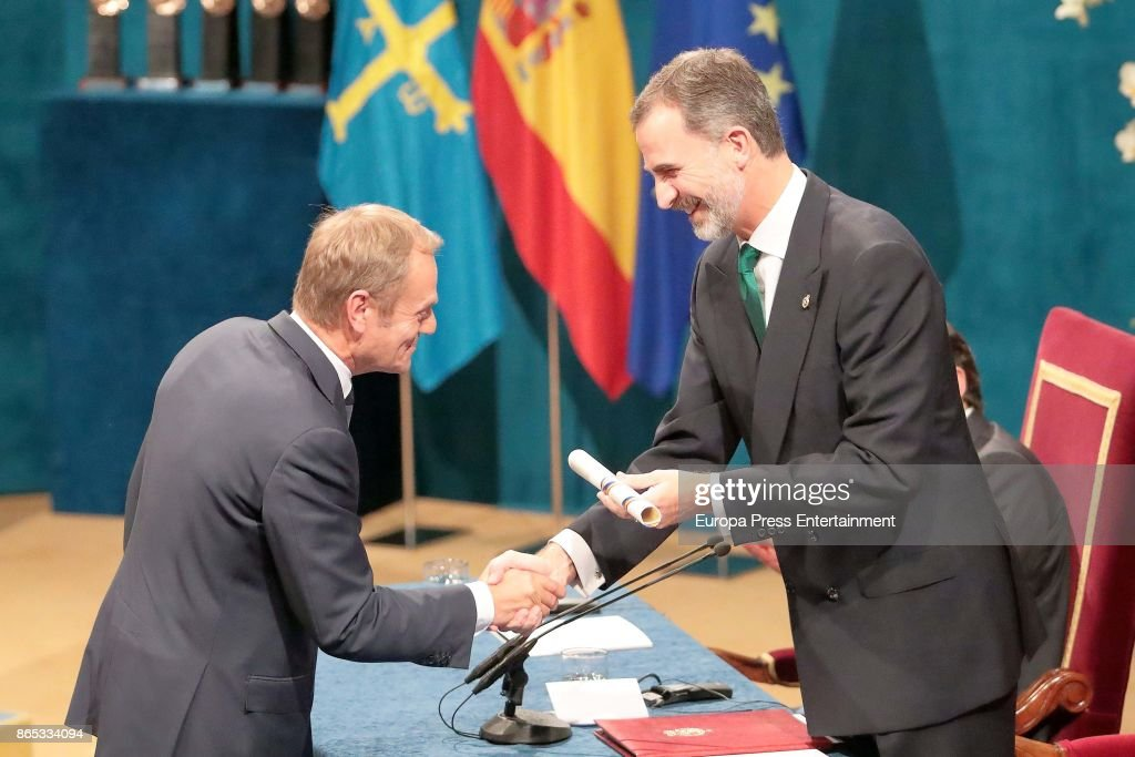 King Felipe of Spain presents an award to Donald Tusk, President of the Europeean Council during the Princesa de Asturias Awards 2017 ceremony at the Campoamor Theater on October 20, 2017 in Oviedo, Spain. (Photo by Europa Press/Europa Press via Getty Images