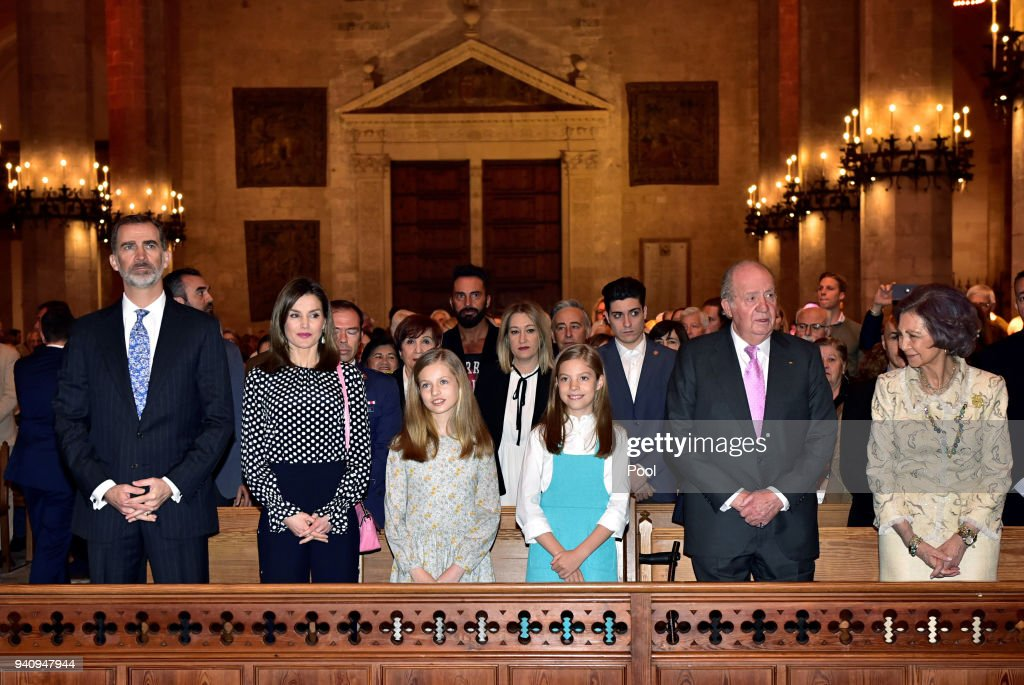 Spanish Royals Attend Easter Mass in  Palma de Mallorca : Nachrichtenfoto