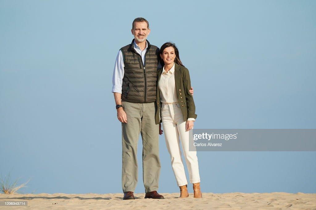 Spanish Royals Visit Almonte : Nachrichtenfoto