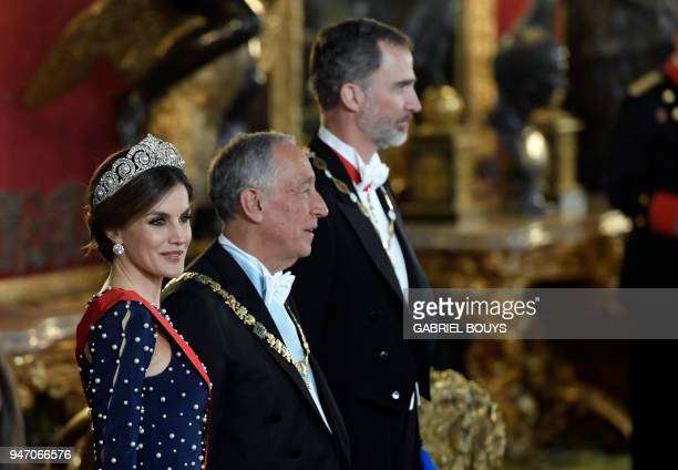 King Felipe VI of Spain and his wife Queen Letizia flank Portuguese President Marcelo Rebelo de Sousa as they receive guests before holding a state...