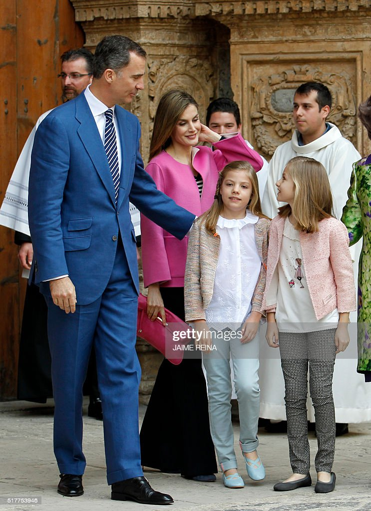 King Felipe VI of Spain (L) and his wife Queen Letizia (2nd L) walk with their daughters Princess Leonor (R) and her sister Sofia after attending the traditional Mass of Resurrection in Palma de Mallorca on March 27, 2016. REINA