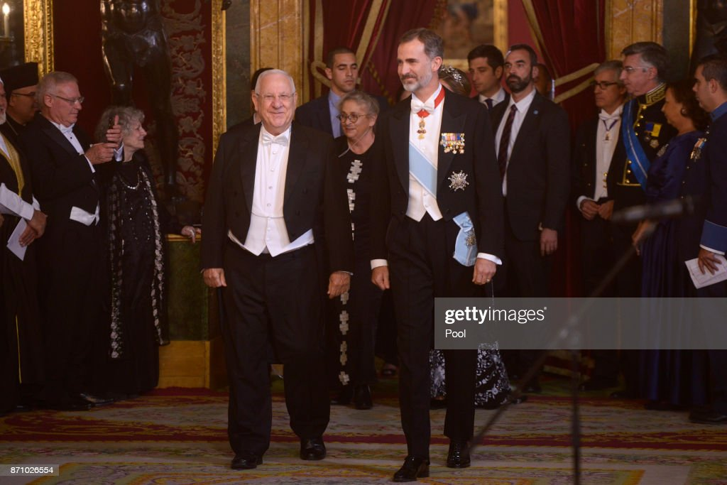 King Felipe VI of Spain (R) and Israeli President Reuven Rivlin (L) attend a Gala Dinner at the Royal Palace on November 6, 2017 in Madrid, Spain.