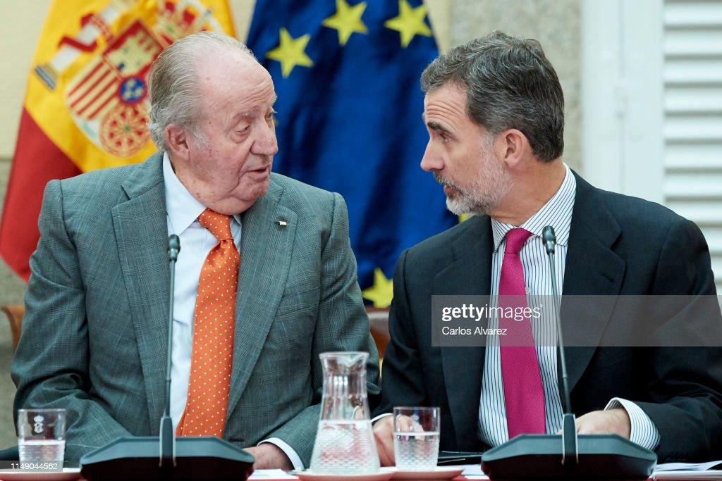 Spanish Royals Meet COTEC Foundation : Nachrichtenfoto