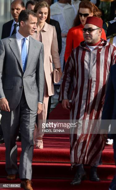King Felipe VI of Spain and King Mohammed VI of Morocco followed by Queen Letizia and Morocco's Princess Lalla Salma review the honour guard during a...
