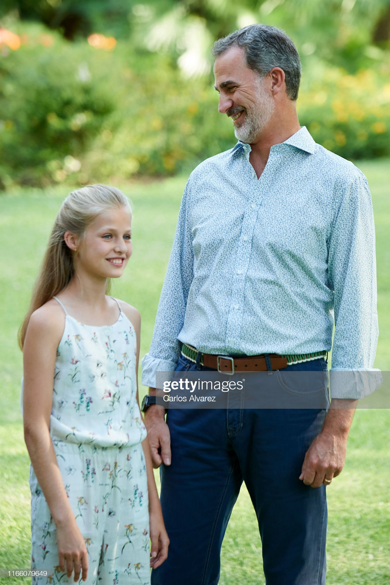 king-felipe-vi-of-spain-and-princess-leonor-of-spain-pose-for-the-picture-id1166079649