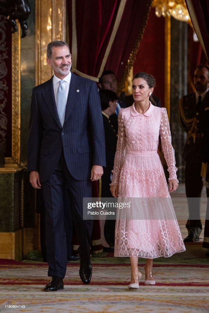 Spanish Royals Attend The National Day Military Parade : Fotografia de notícias