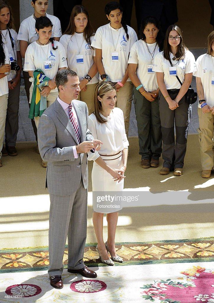 "Spanish Royals Receives ""Ruta Quetzal BBVA 2014"" Youth Group : News Photo"