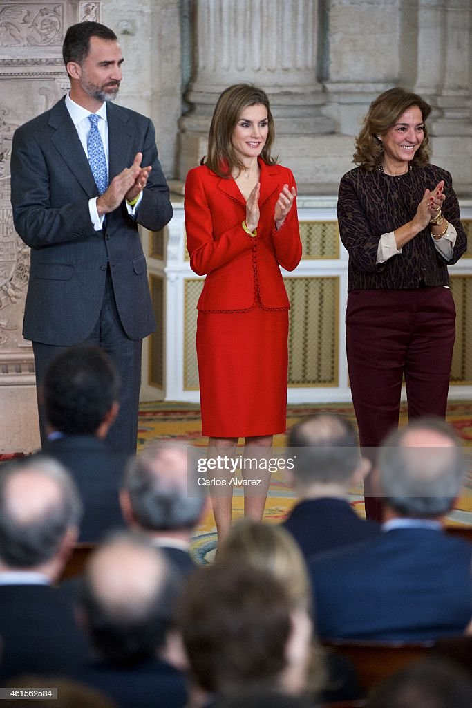 King Felipe VI of Spain (L) and Queen Letizia of Spain (C) attend the Investigation National Awards 2014 at the Royal Palace on January 15, 2015 in Madrid, Spain.