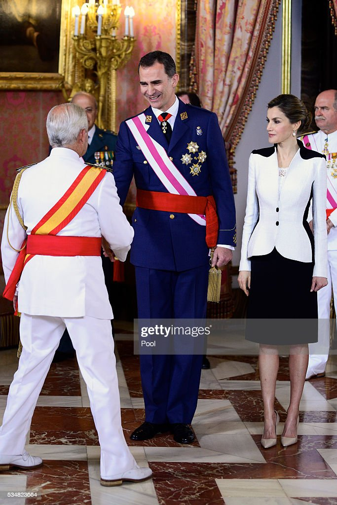 Spanish Royals Attend the Armed Forces Day Hommage Reception : News Photo