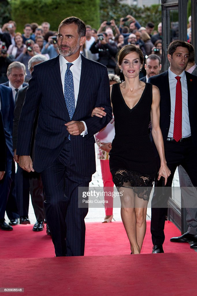 Spanish Royals Inaugurate Royal Theatre Season : News Photo
