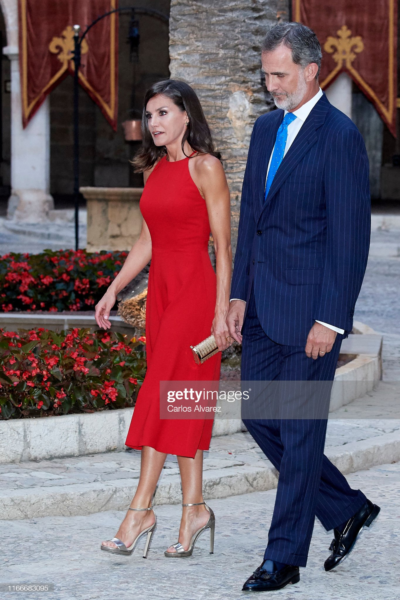 https://media.gettyimages.com/photos/king-felipe-vi-of-spain-and-queen-letizia-of-spain-host-a-dinner-for-picture-id1166683095?s=2048x2048