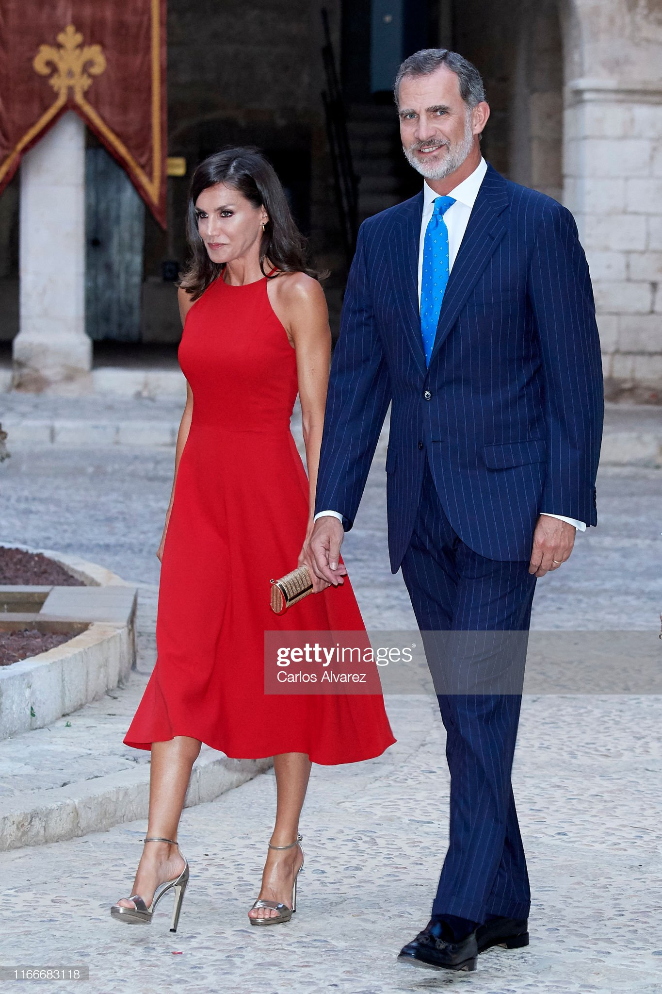 https://media.gettyimages.com/photos/king-felipe-vi-of-spain-and-queen-letizia-of-spain-host-a-dinner-for-picture-id1166683118?s=2048x2048