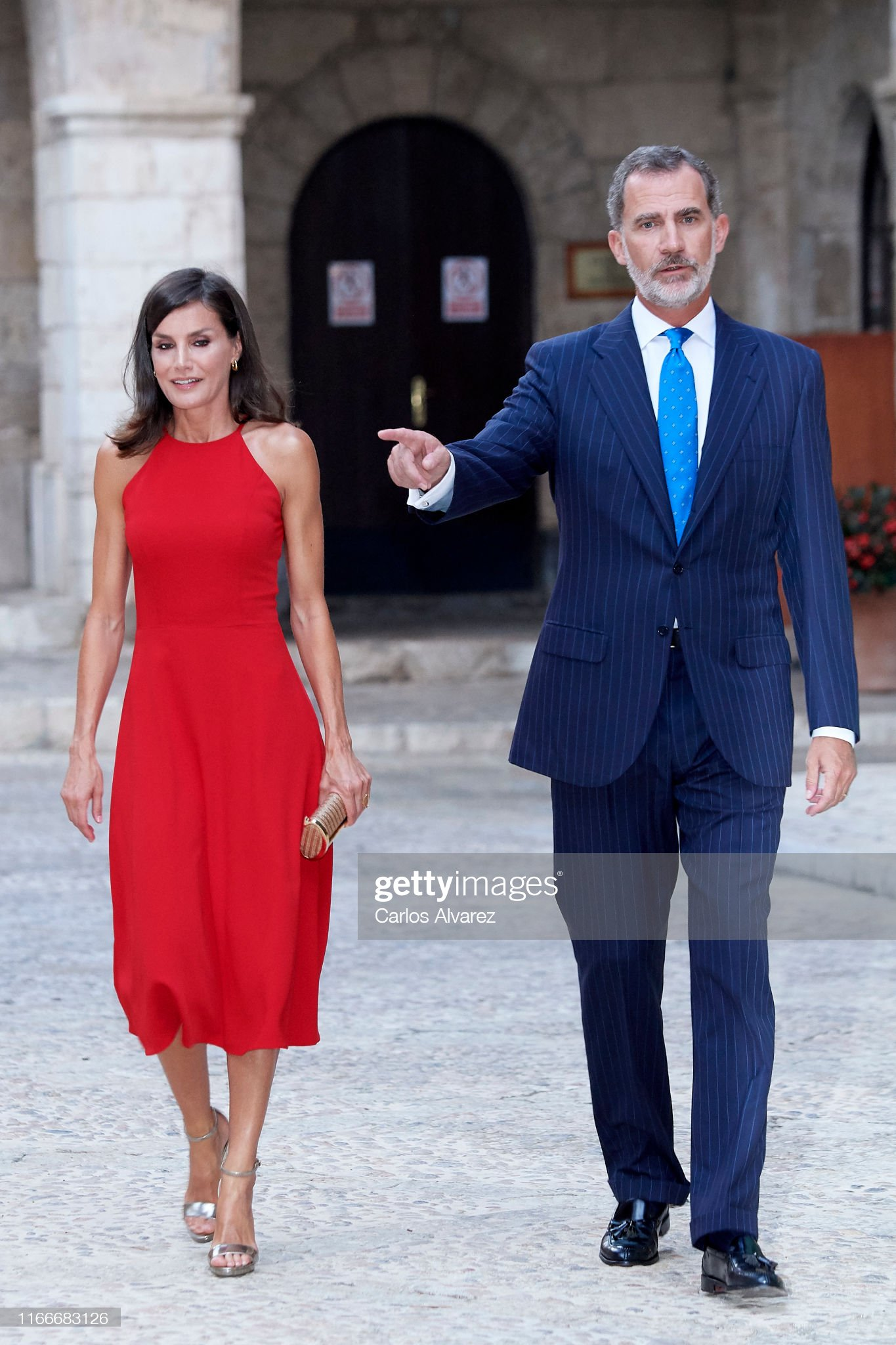 https://media.gettyimages.com/photos/king-felipe-vi-of-spain-and-queen-letizia-of-spain-host-a-dinner-for-picture-id1166683126?s=2048x2048