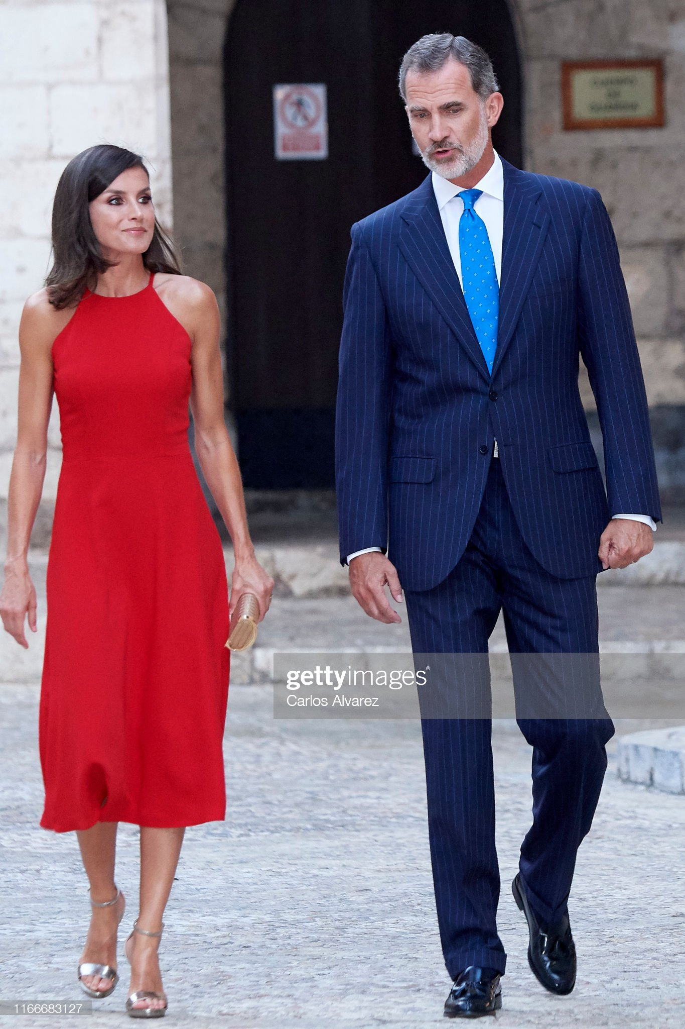 https://media.gettyimages.com/photos/king-felipe-vi-of-spain-and-queen-letizia-of-spain-host-a-dinner-for-picture-id1166683127?s=2048x2048